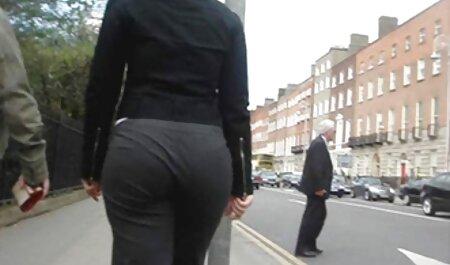 عکاس با زبان یک مدل سکس چت واتساپ جوان آرام شد و یک عضو را به بیدمشک او وارد کرد