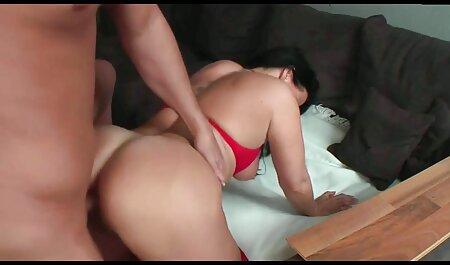 Assed زن نشسته در دیک سکس چت ویدیویی و فشرده تمام آب از مرد