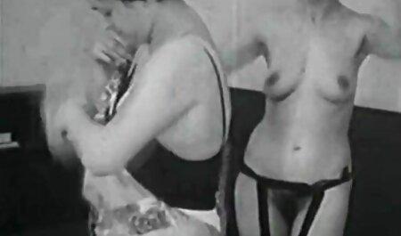هتل چت روم تصویری سکسی دختر جهش در دختر ایستاده, سیگار کشیدن, گلو