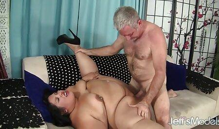 لزبین, مربی یک ورزشکار زیبا در چت انلاین سکسی ورزشگاه