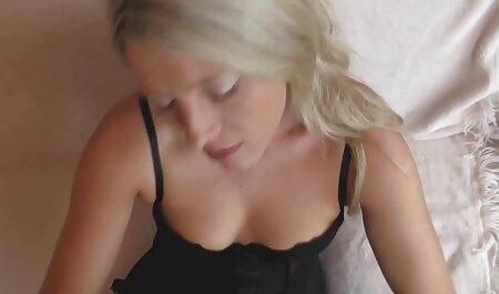 داغ چت تصویری انلاین سکسی زیر آفتاب روشن با الاغ بزرگ, در روغن