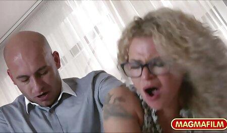 در تمرین, مربی زیر کلیک یک رقاصه سکس چت داستان اوکراین لاغر