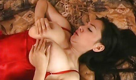 پایه چت شهوتناک دار, باریک, مدل, سکس زیبایی در استودیو با یک تولید کننده