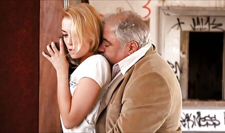 در بالکن سکس چت ضربدری در هتل من یک خانم بلوند زیبا