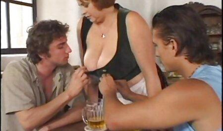 مبتذل سبزه سکس چت لز بمکد یک مرد و تف با او در دوربین
