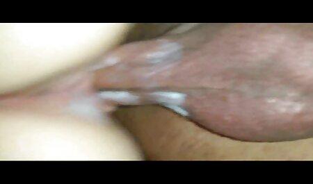دختر هیجان زده در عجله برای از خواب بیدار یک مرد به دلیل رابطه برنامه چت تصویری سکسی جنسی